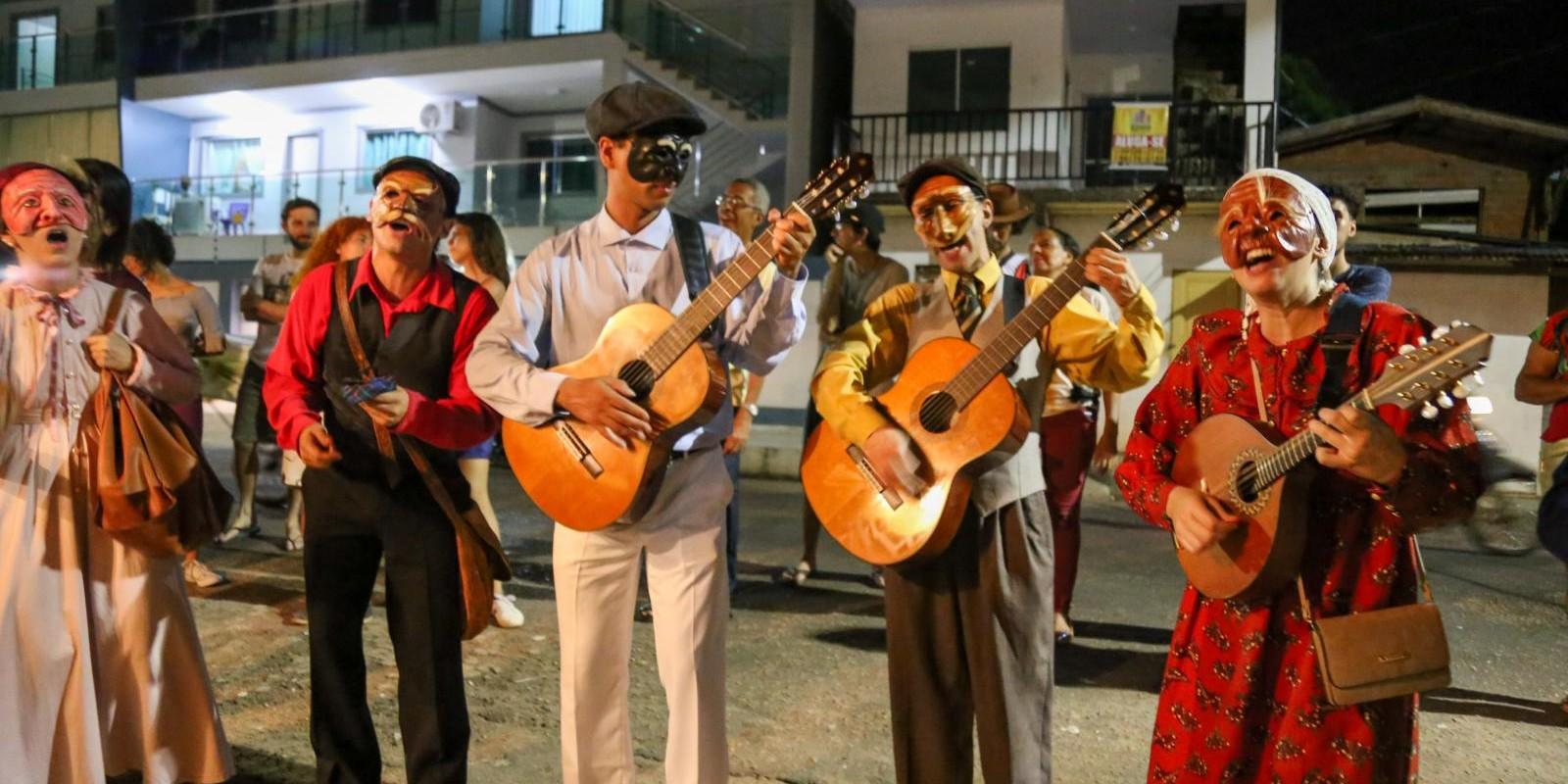 Palco Giratório - Grupo Teatro Público - Naquele Bairro Encantado
