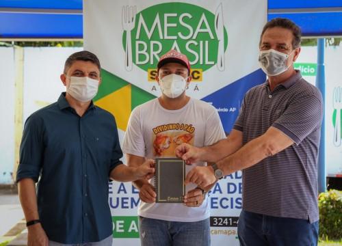 Mesa Brasil Sesc garante alimentação para pessoas inscritas em mais de 80 instituições sociais.