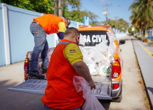Entrega de cestas básicas ao Projeto Anjos da Guarda