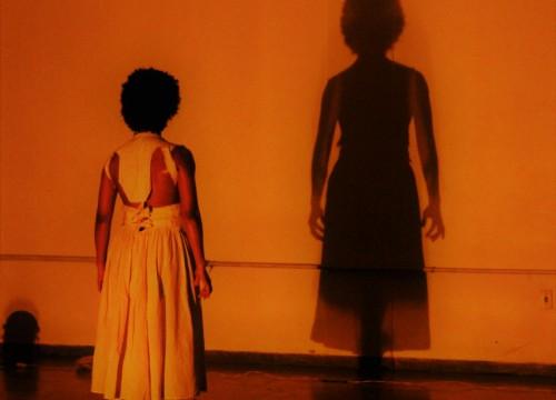 """Espetáculo """"A mulher do fim do mundo"""" é apresentado no Sesc Amapá"""