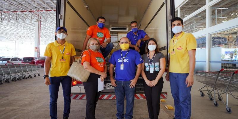Mesa Brasil recebe doação de quase 2 toneladas de alimentos de rede atacadista