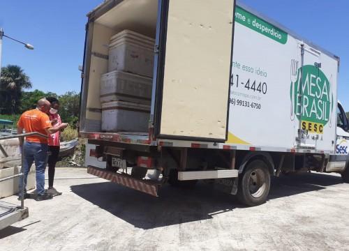 Mesa Brasil recebe nove toneladas de pescado apreendido pelo Ibama