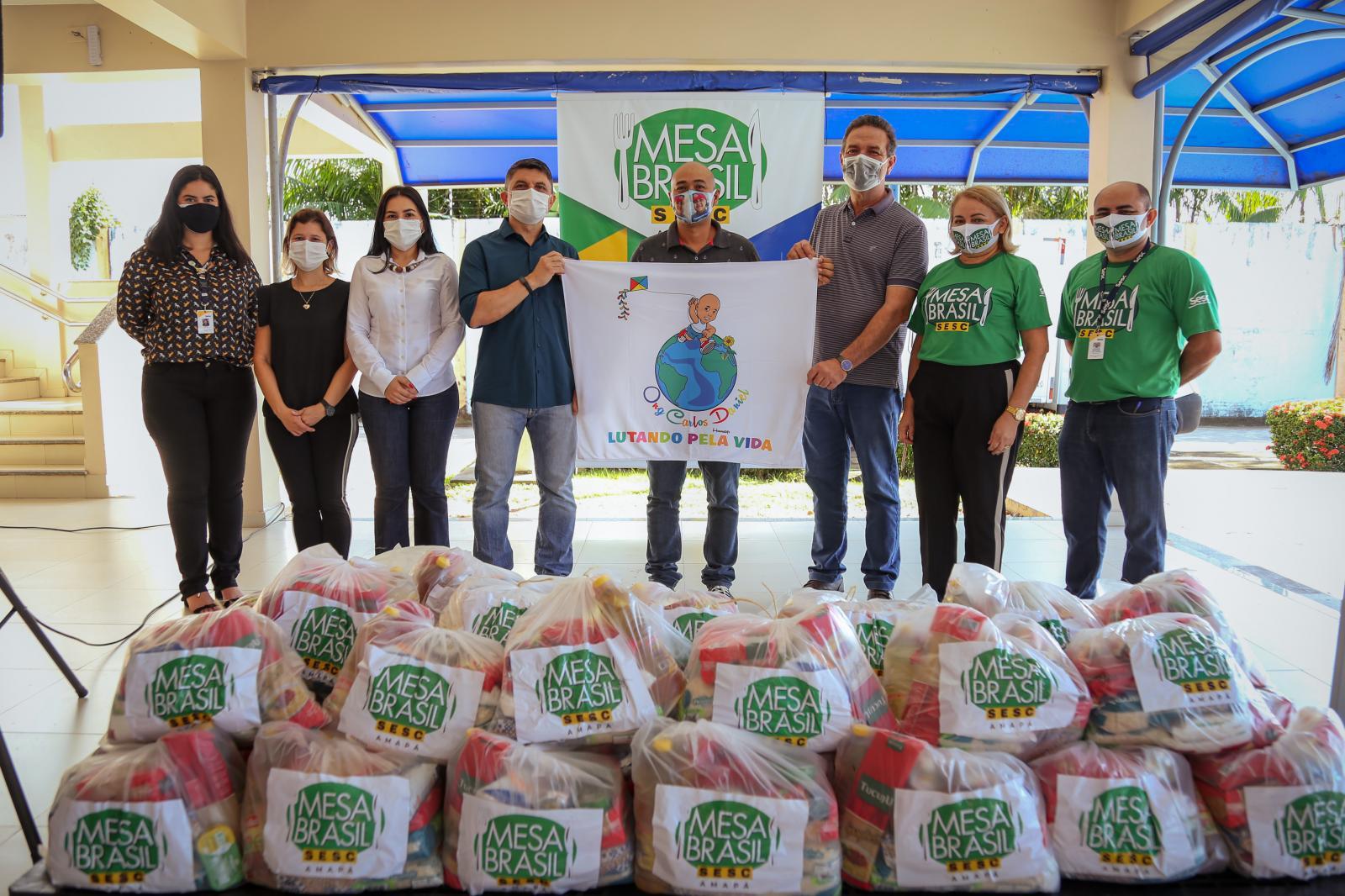Mesa Brasil Sesc em parceria com Lucas Barreto entrega mais de cinco mil cestas básicas
